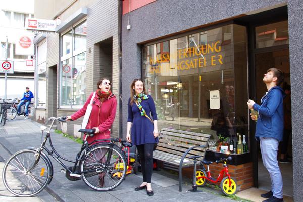 """Die einzelnen Kirchengemeinden sind vielseitig missionarisch aktiv. In Köln-Mülheim zum Beispiel mit dem Projekt """"die Beymeister"""". Dort finden Menschen zwischen 25 und 40 Jahren eine Anlaufstelle in einem Ladenlokal."""