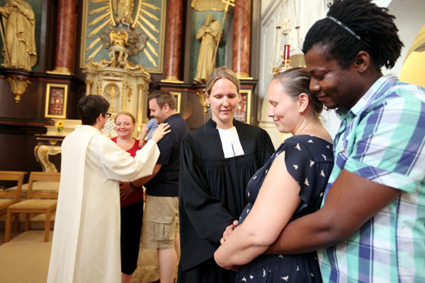 During pregnancy many couples long for protection and support, which they can find in the ecumenical services of blessing.